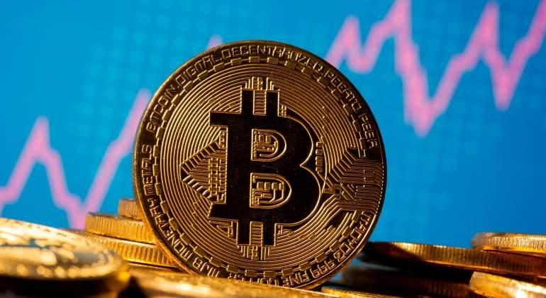 BlackRock abre la puerta al Bitcoin: dos de sus fondos podrán invertir en  futuros de la criptodivisa - elEconomista.es