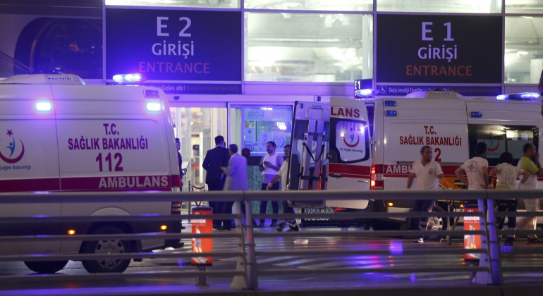 ambulancias-aeropuerto-estambul-reuters.jpg