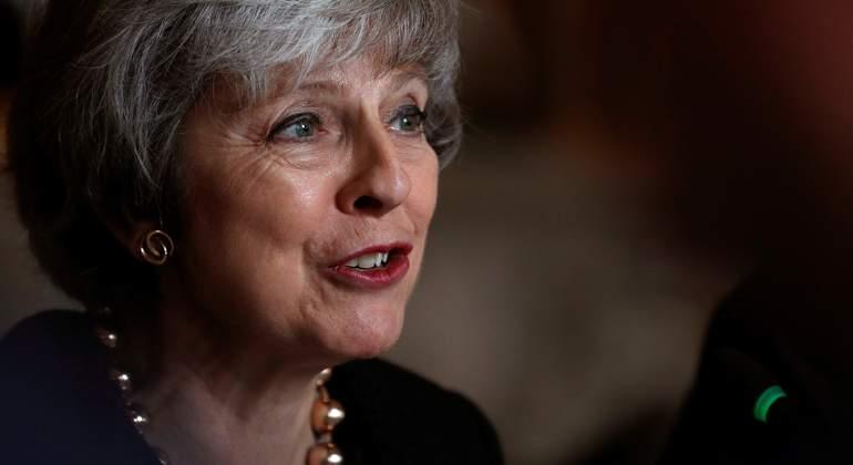 May dice que el rechazo al Brexit llevará al país a terreno ignoto