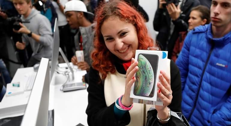 Mujer presume nuevo iPhone