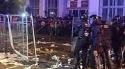 La violencia da una tregua a los cuerpos de seguridad en una protesta con mediadores en Barcelona