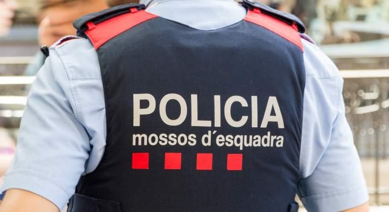 mossos-esquadra-uniforme-dreamstime.jpg