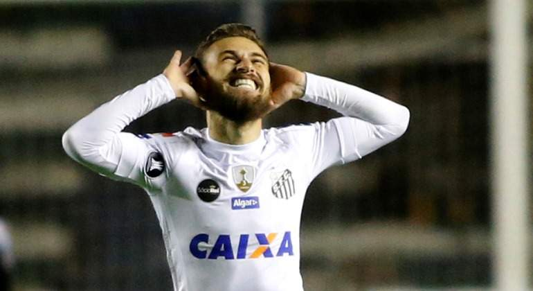 Lucas-Lima-2017-celebra-Santos-Reuters.jpg