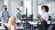 Consejos para que la mascarilla no te impida comunicarte correctamente en la vuelta presencial al trabajo
