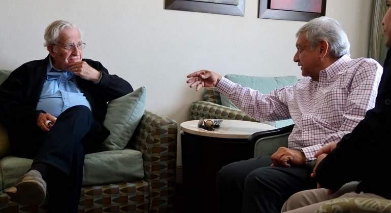 AMLO se reúne con Chomsky y éste dice que quizá puede ganar