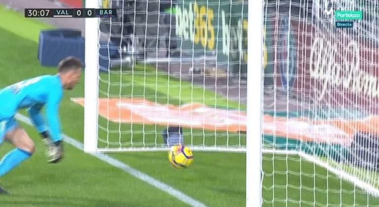 El presidente de los árbitros avisa de que no habrá nevera para Iglesias  Villanueva por no ver el gol fantasma de Messi 02f68b05975ef