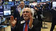 Wall-Street-Tuchman-aplaude.jpg