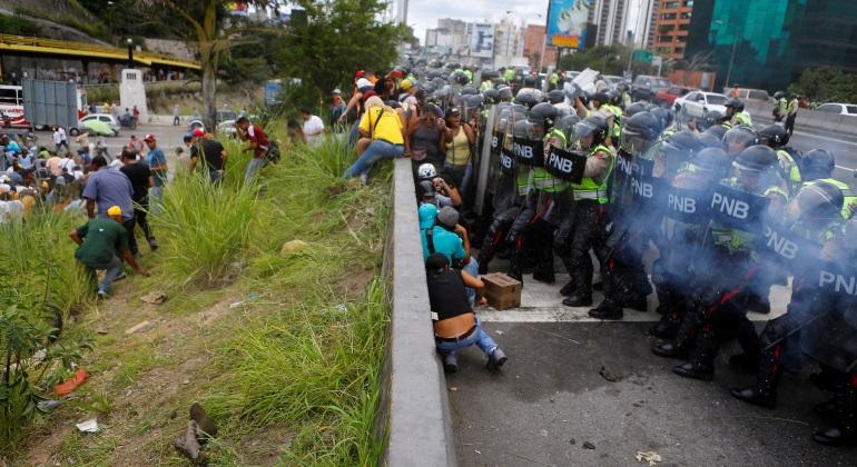 manifestantes-gases-venezuela-reuters.jpg