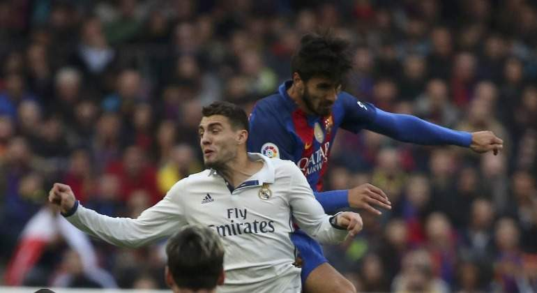 Kovacic-Andre-Gomes-Clasico-2017-reuters.jpg