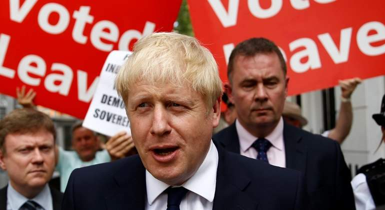 johnson-boris-carteles-rojos-reuters.jpg