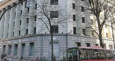 Santander suelta ladrillo: vende un edificio en Bilbao por 50 millones