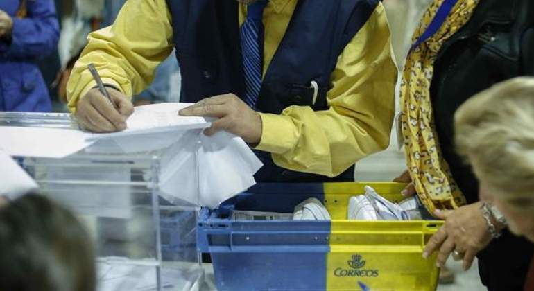 voto-correo-mesa-electoral-770x420-efe.jpg