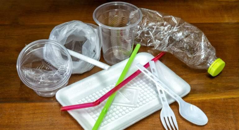 plasticos-pajitas-platos-istock.jpg