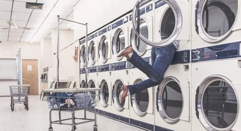 ¿Sabe poner la lavadora o ella puede con usted?