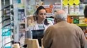 farmacia-hombre-pide-mascarillas-efe.jpg