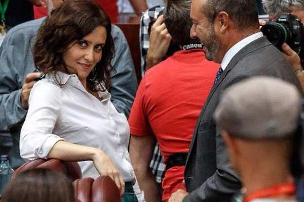 Isabel Díaz Ayuso y su posado de cine: las 25 imágenes que demuestran que  es una estrella - Informalia.es