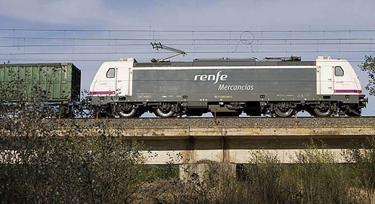 renfe-mercancias-locomotora-770.jpg