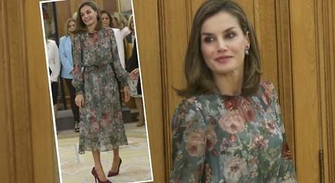 Doña Letizia recibe el otoño con un vestido floreado de Zara de 50 euros