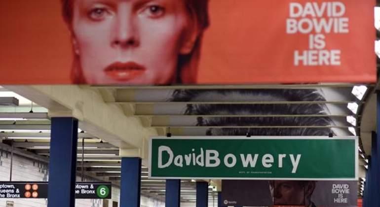 David Bowie invadió una estación del subte de Nueva York