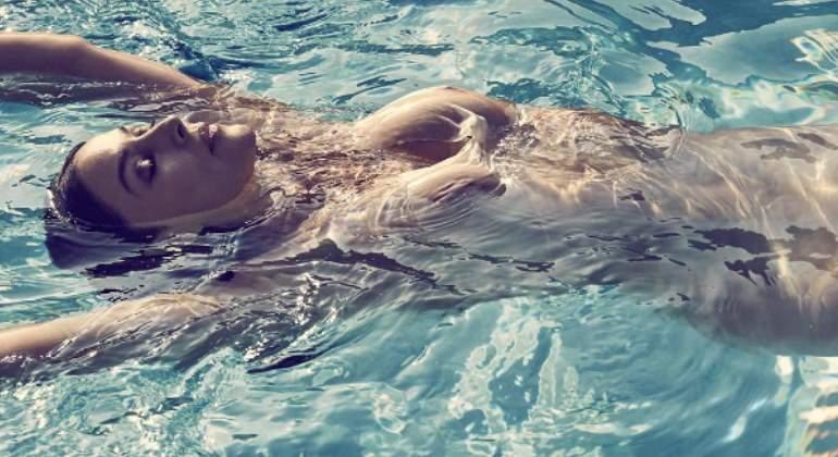 Mónica Bellucci Posa Desnuda Con Casi 52 Años Informaliaes