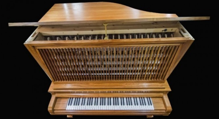ESPA�A: Crean en Barcelona un instrumento con diapasones que nunca se desafina