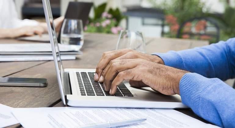 ordenador-manos-escribe.jpg