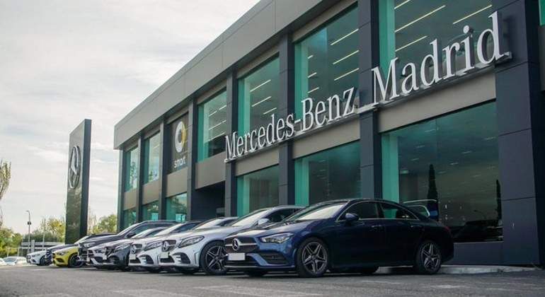 mercedes-benz-retail.jpg