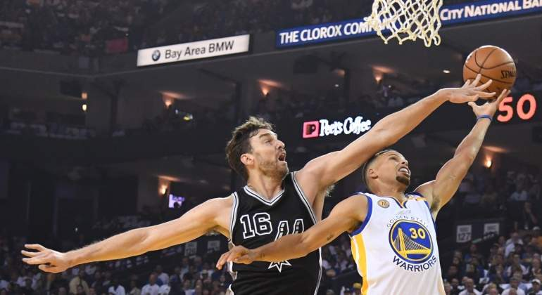 Gasol-tapon-curry-2016-reuters.jpg