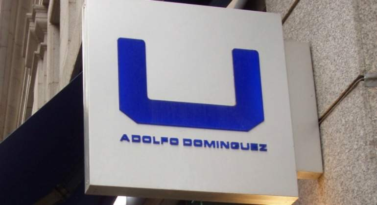 Adolfo dom nguez cierra 202 tiendas y recorta su red un for Tiendas adolfo dominguez valencia