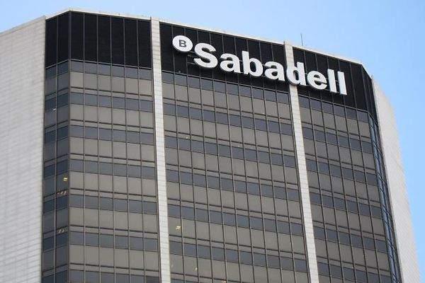 Banco sabadell cerrar 250 oficinas en 2017 un 12 de su for Buscador oficinas sabadell