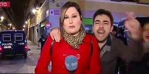 Una reportera, increpada en los incidentes de Lavapiés, Madrid