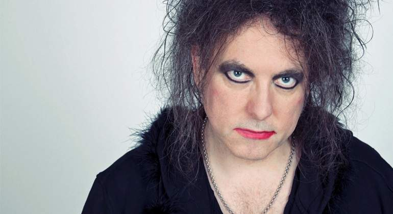 Robert-Smith--Pictures-of-The-Cure.jpg