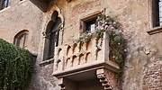 balcon-romeo-julieta-airbnb-1.jpg