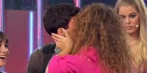 El beso ¿en la boca? de Amaia y Alfred que derrite y divide a España