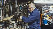 taller-anciano-trabajando-getty.jpg