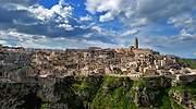 Panoramica-de-la-ciudad-de-Matera-al-sur-de-Italia-dreamstime.jpg
