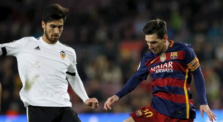 Andre-Gomes-Messi-2016-efe.jpg