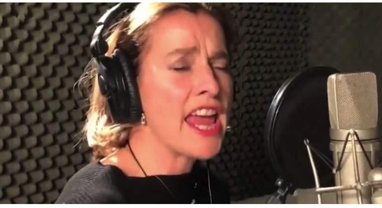 Esposa de AMLO canta tema de Silvio Rodríguez