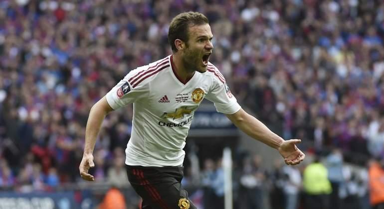 Mata-2016-Reuters-celebra-FA-Cup.jpg