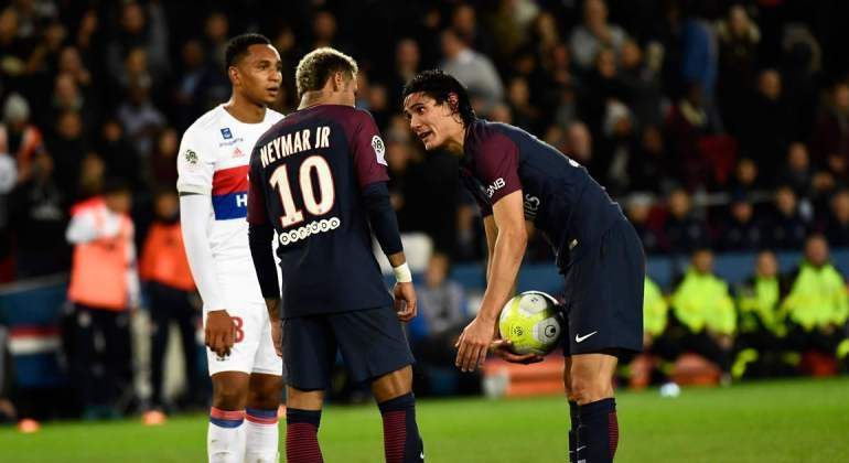 Cavani-Neymar-2017-Getty-enfado-Penalti.jpg