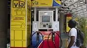 Maduro empieza a privatizar gasolineras en Venezuela: combustible para el que lo pueda pagar, colas para el resto