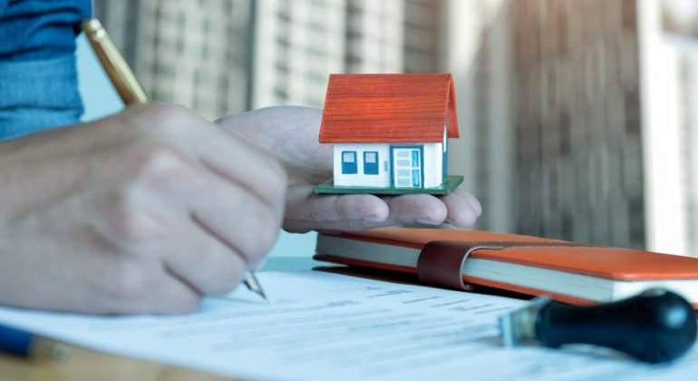 Resultado de imagen de El Supremo respalda que el banco pague los impuestos al firmar una hipoteca