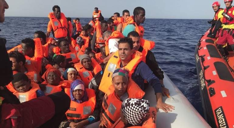 El Gobierno autoriza al Open Arms a desembarcar a los 59 migrantes rescatados frente a Libia en Barcelona