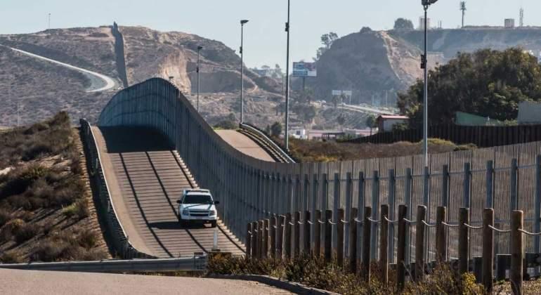 Inicia EU construcción de 8 prototipos del muro en San Diego