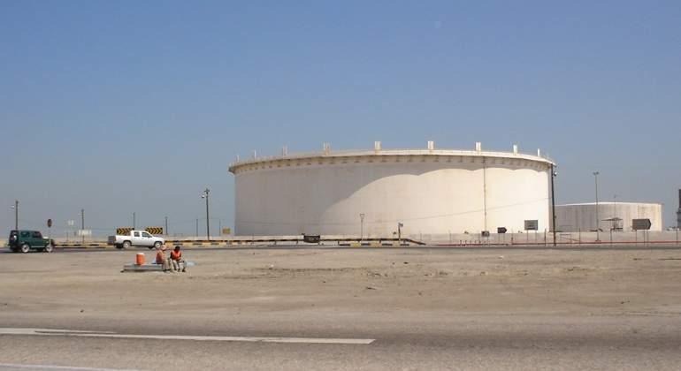 Bahrein-Sitra-tanques-petróleo.jpg