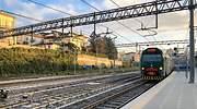 Un tren en la estacin de Varese en Italia