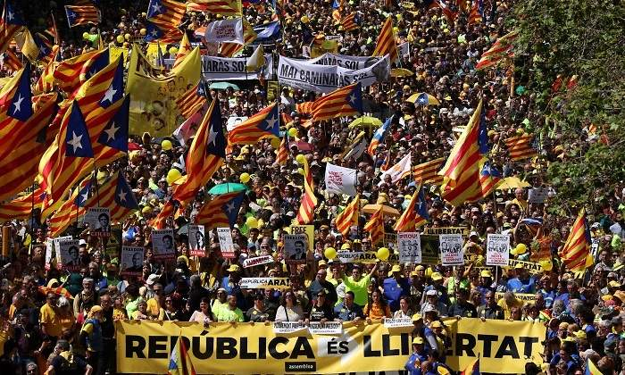 Asi Fue La Manifestacion En Barcelona Por Los Politicos Presos Catalanes Un Mar De Esteladas Recorrio La Ciudad Condal