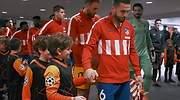 Player escorts antes de salir al campo en el Atltico-Liverpool de febrero de 2020
