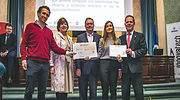 Nextcrete-recibe-el-premio-de-manos-de-Paloma-Cabello-de-la-Red-de-Inversores-y-Expertos-IE-UPM-defini.jpg