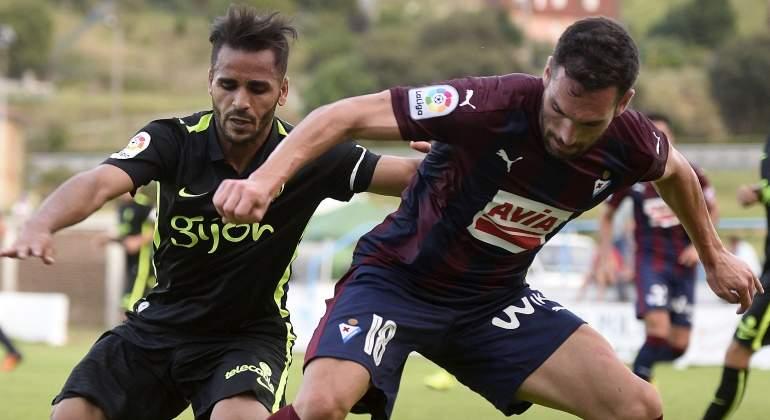 La maldición de Douglas continúa  se lesionó en su primer partido contra el  Sporting 16fa1a8cfbc7f